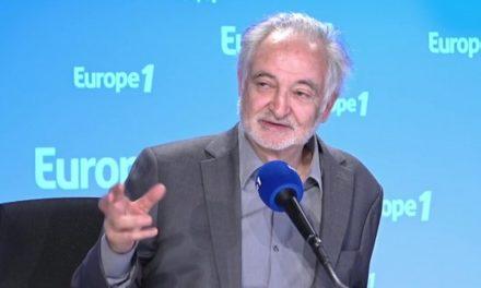 Gilets Jaunes: Attali change de stratégie