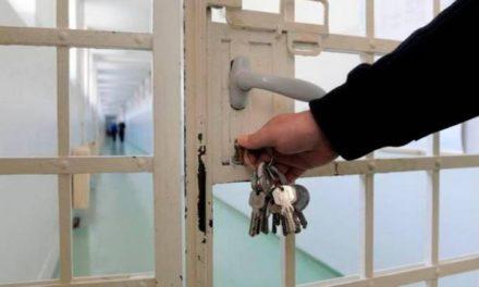 Quel est ce pays qui a décidé d'incarcérer sans jugement?