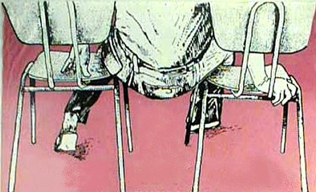 Cul entre deux chaises